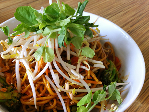 Mee Goreng ($10): Fried noodles tossed with garlic soy sauce and veggies.